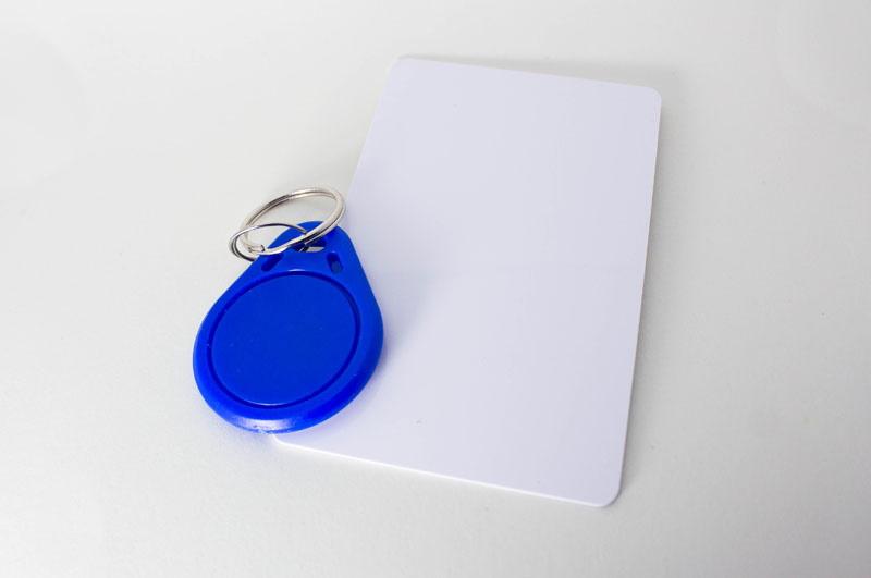 Llaveros y pulseras RFID